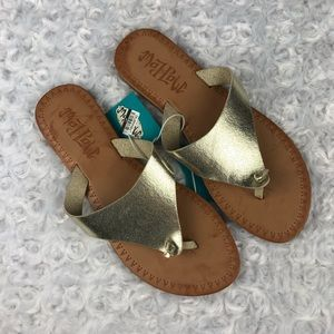 Mad Love Vada Metallic Gold Thong Sandals Size 7
